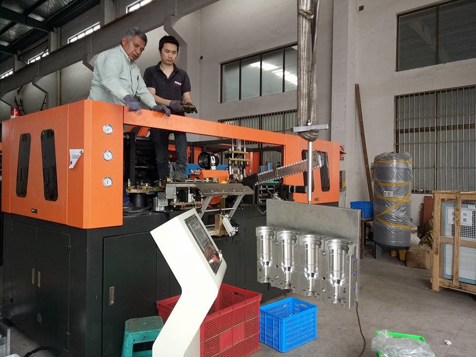 Pharmaceutical Pet Bottle Blowing Machine With High Pressure Lock The Mold